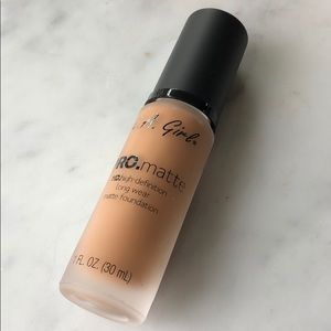 "la girl foundation ""soft sable"""